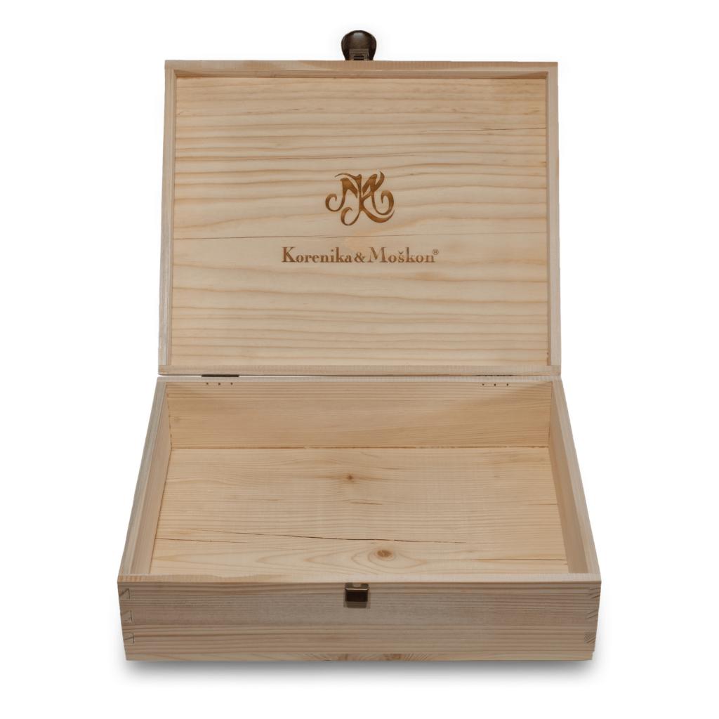 izdelek-darilna-lesena-embalaza-za-3-steklenice-3x750-ml-korenika-moskon-1