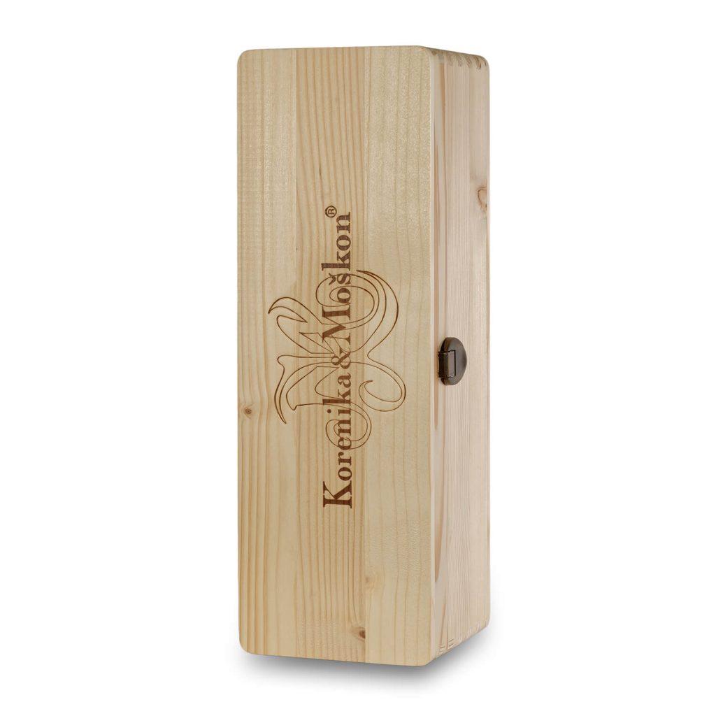 Lesena embalaža Magnum, za eno steklenico. Lesena embalaža je dovolj velika za eno 1.5 l steklenico vina ali oljčnega olja.